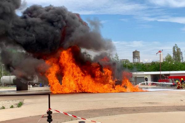 ECOPOL F3Hc on hydrocarbon fire